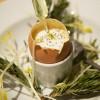 Oeuf coque reconstitué à la truffe, piqûre d'oxalis (oseille sauvage)