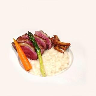 magret de canard accompagné de légumes de saison et de son riz