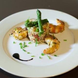 Risotto aux asperges et crevettes panées à la pistache