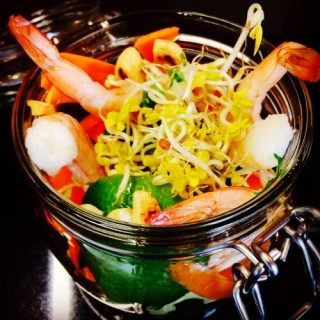 Salade d'Asie, crevettes marinées au sésame