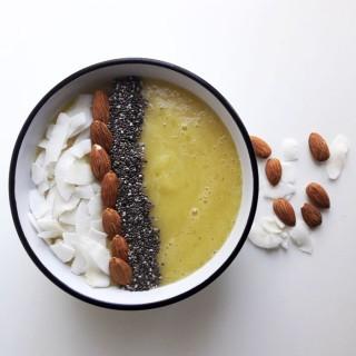 Banana coco smoothie bowl