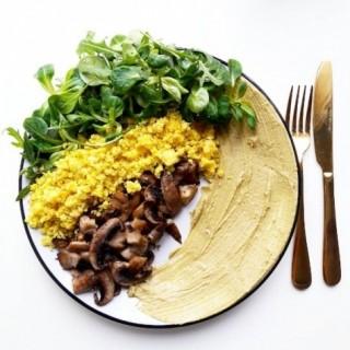 Omelette vegan et légumes de saison