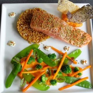 Pavé de saumon sauvage pané aux graines de sésame torréfiées au wasabi