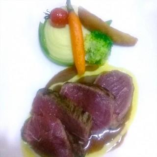 Poire de bœuf jus au poivre, petite purée, légumes glacés