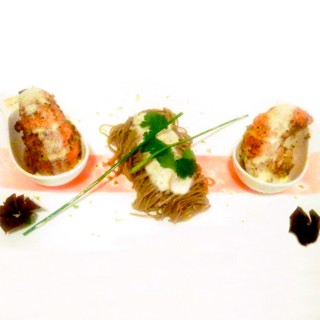 Nouilles soba émulsion de curry vert queue de homard rissolé au beurre de combava