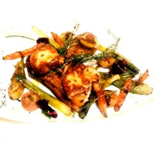 Cuisse de chapon foie gras poêlée mini légumes poêlés au jus de cuisson