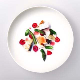 Déclinaison de saumon, asperges et framboises