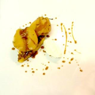 Pain perdu au caramel accompagné de pommes rôties en basse température