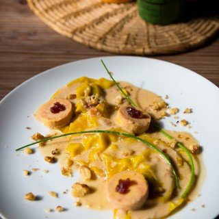 Ravioles de foie gras, émulsion oignons rouges