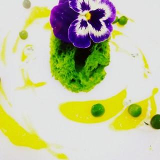 Éponge de coriandre ,crème de carotte jaune yuzu