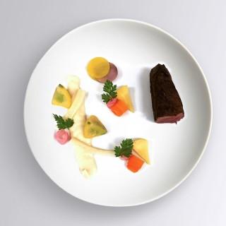 Lièvre, velouté de panais, pâtissons, carottes & navets