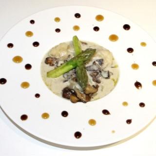 Raviole de gambas et shiitaké
