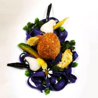Illusion d'oeuf en croûte de cacahuètes, Fettucine et Petits légumes de printemps