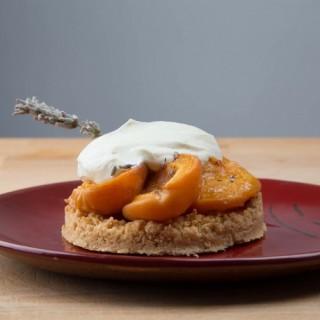 Tarte abricot rôti à la lavande - Ludivine Sacco Photographe