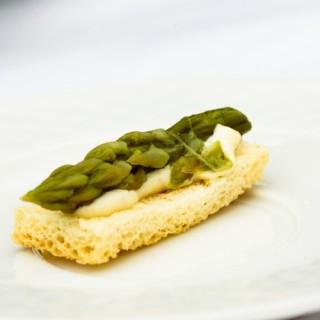 Toast asperge parmezan