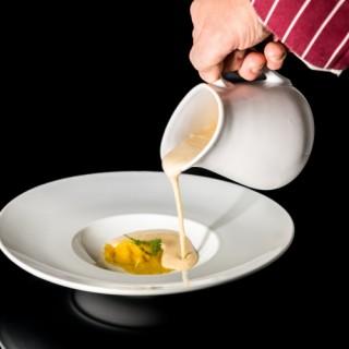 Crème de haricot coco / raviole de foie gras / glace de viande cerfeuil, huile d'olive