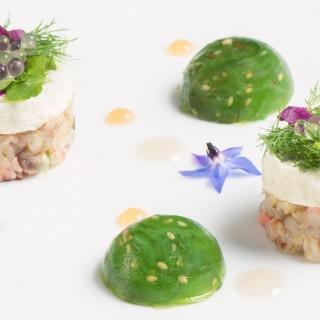 Tartarede homard, mousse de citron vert et sphères d'algues Wakamé