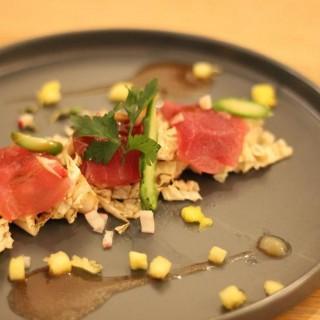 Tataki de thon et légumes thaï.