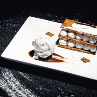 Classique mille-feuille, crémeux tiramisu & caramel au beurre salé