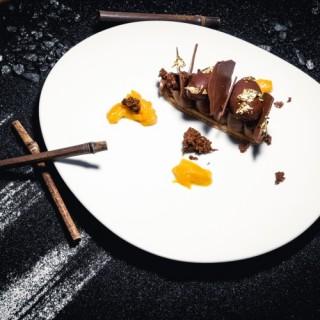 Crémeux chocolat amer, mangue & ananas confits