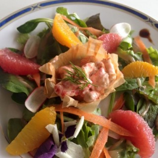 Salade de crabe et pamplemousses