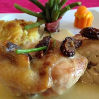 Poulet aux pruneaux et sa ciboulette