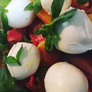 Tomate colors / basilic / mozzarella di bufala