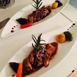 Filet mignon de porc perche vendômois (label rouge) sauce au romarin et miel de Sologne mini légumes glacés