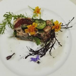 Tartare aux 3 poissons à la vinaigrette de litchi