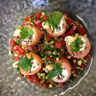 Roulet de saumon au fromage et salade de légumes