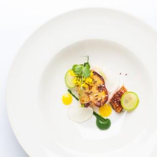 Foie gras mi-cuit / anguille fumée laquée / radis green meat