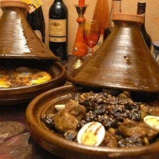 Tajine Caravane d'Agadir : agneau, pruneaux, amandes, œufs durs