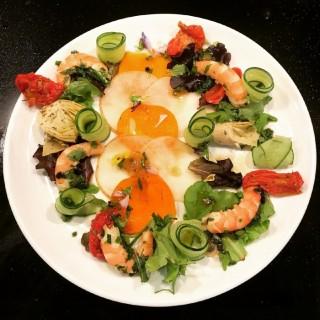 Tartare de fruit, crevettes marinées, rouleaux de légumes