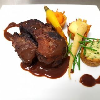 Echine de porc noir de Bigorre, paniers de pommes de terre