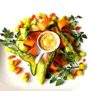 Farandole de légumes croquants et oeuf de caille poché