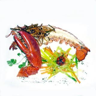 Demi homard grillé et julienne de légumes