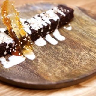 Brownie chocolat, crème anglaise Earl Grey & tuile de caramel
