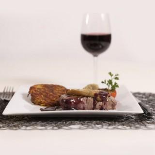 Tournedos Rossini, crique Ardéchoise, Oignons confits et tomate rôti