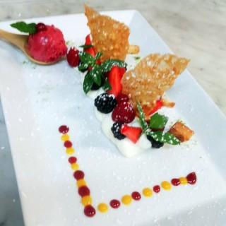 Déclinaison de fruits rouges sur sa mousse mascarpone