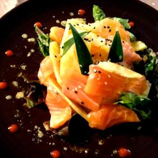 Salade fraîcheur de saumon et ananas