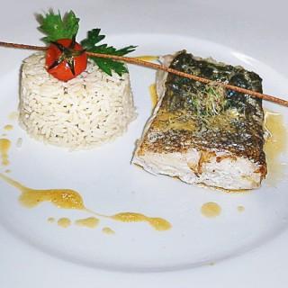 Croustillant de merlu et sa ballottine de riz aux petits légumes