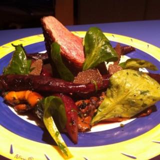 Méli-mélo de canards, truffe et légumes croquants