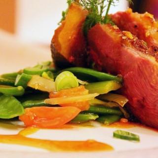 Magret de Canard du Gers, Légumes de saison au sésame, jus corsé au Miel