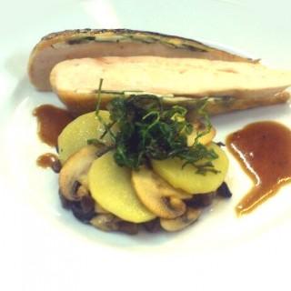 Poulet cuit à basse température, fricassée de champignons et pommes de terre
