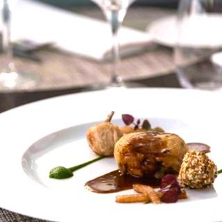 Souris d'agneau confite à la sarriette, polenta crémeuse au chorizo, champignons des bois et petits légumes
