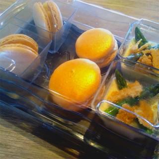 Panacotta aux asperges et macarons au fromage et foie gras