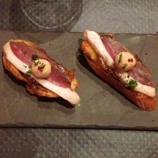 Tartines de magret avec sa boule de foie gras