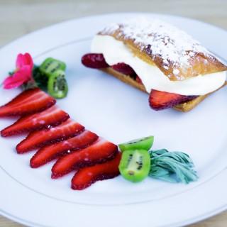 Feuillantine aux fraises et  son sabayon