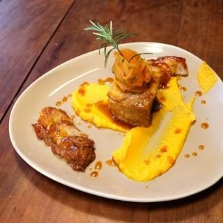Rôti de cochon, jus de cuisson bière et carotte