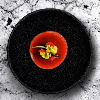 Soupe de fraises des bois à la vanille et sushi Gunkan